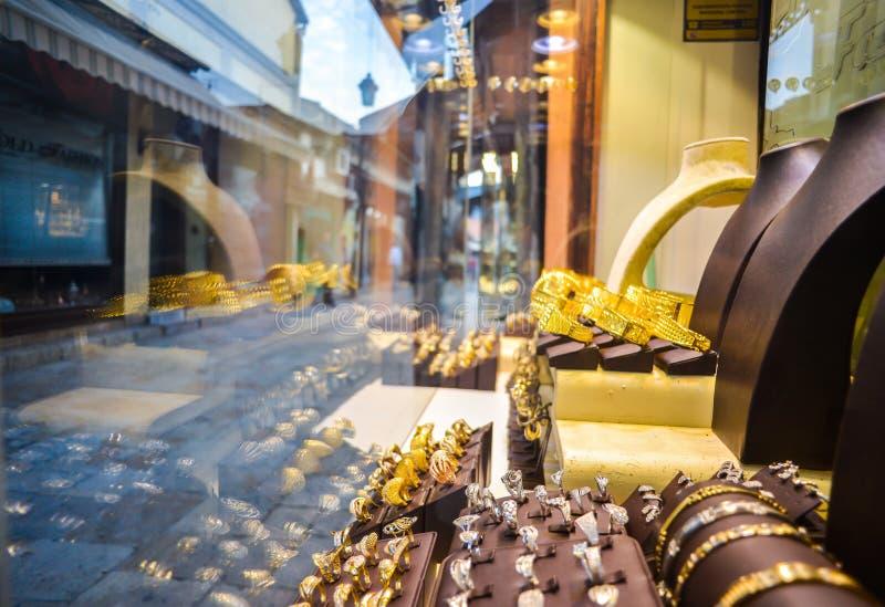Esposizione della finestra del gioielliere, vecchio bazar, Skopje, Macedonia fotografia stock libera da diritti
