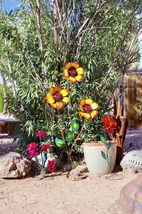 Esposizione della scultura del giardino in Nevada Cactus Nursery immagini stock libere da diritti