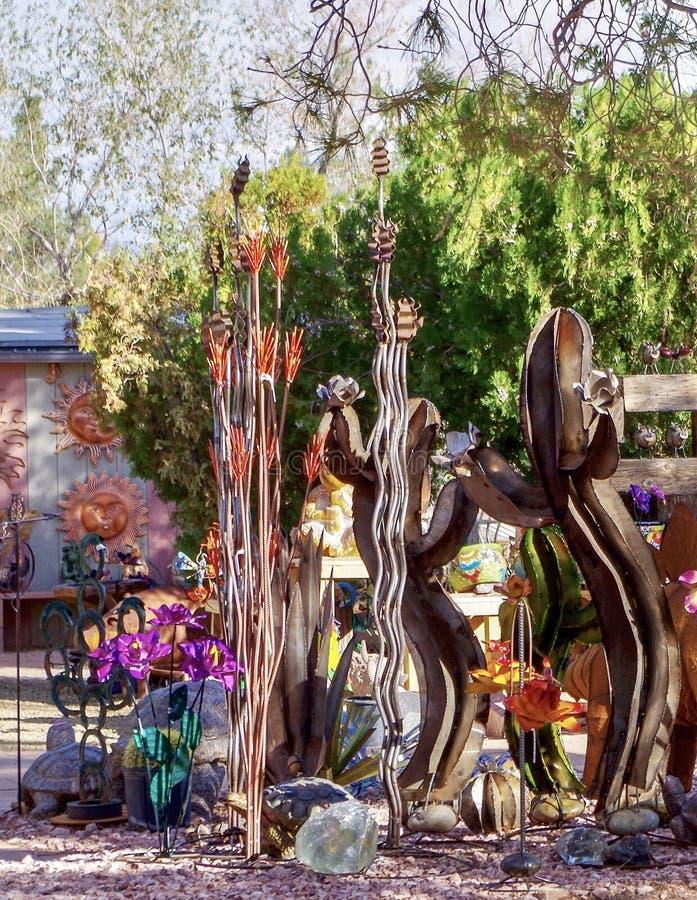 Esposizione della scultura del giardino in Nevada Cactus Nursery fotografia stock libera da diritti