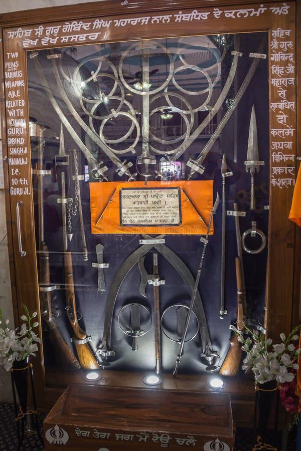 Esposizione delle armi nel tempio fotografia stock libera da diritti