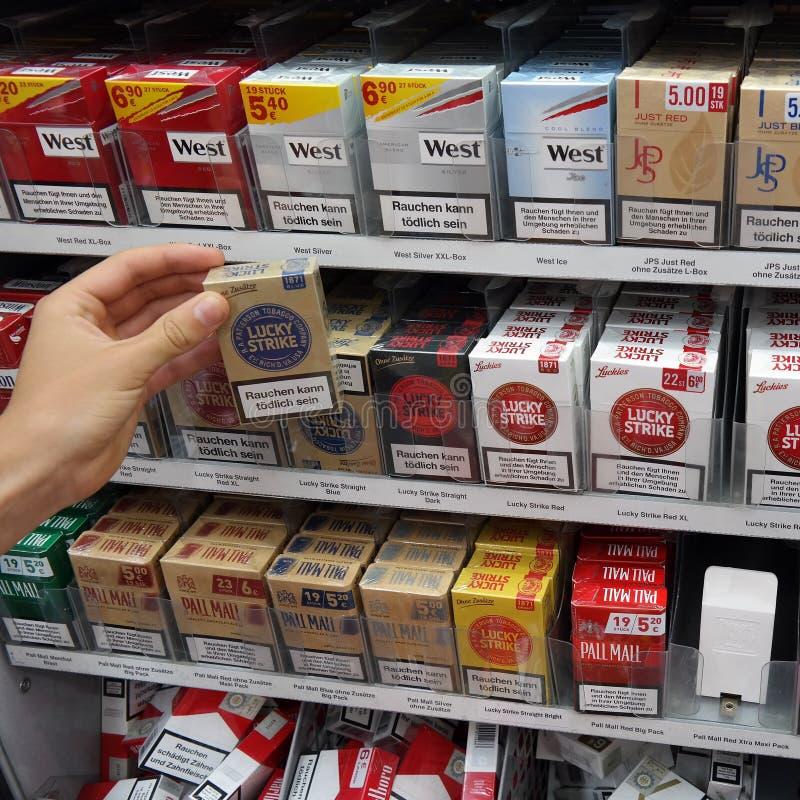 Esposizione delle sigarette fotografia stock libera da diritti