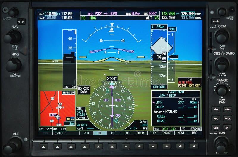 Esposizione di vetro della cabina di pilotaggio dell'aeroplano con i calibri del radar e del motore di tempo fotografie stock