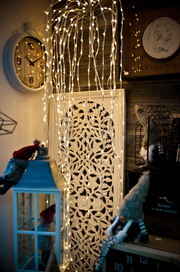 Esposizione lunatica interna del negozio domestico delle decorazioni immagine stock