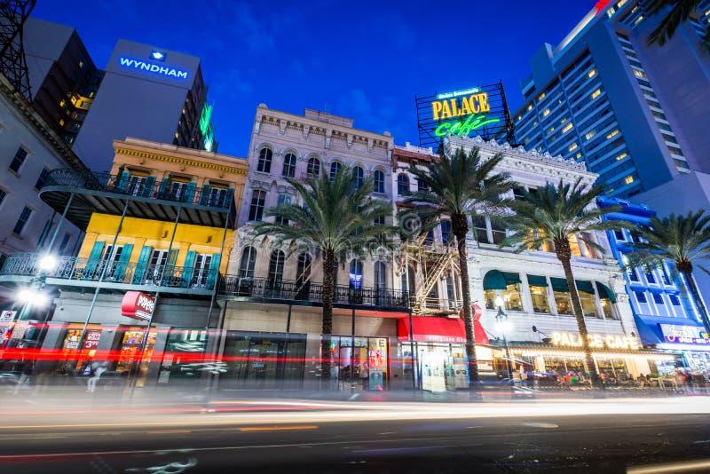 Esposizione lunga del Canal Street del centro a New Orleans fotografia stock libera da diritti