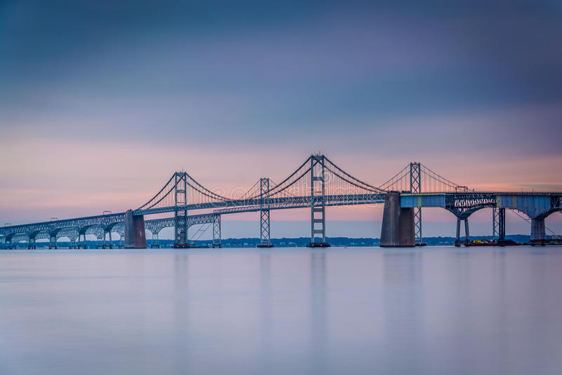 Esposizione lunga del ponte della baia di Chesapeake, da Sandy Point Sta immagini stock