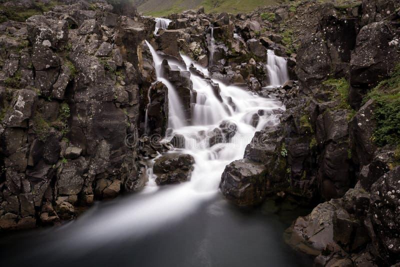 Esposizione lunga della cascata d'acqua dolce immagine stock libera da diritti