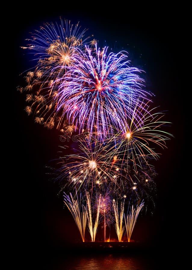 Esposizione meravigliosa dei fuochi d'artificio immagine stock libera da diritti