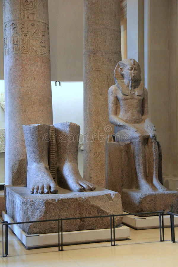 Esposizione meravigliosa dei manufatti egiziani antichi, il Louvre, Parigi, Francia, 2016 fotografia stock