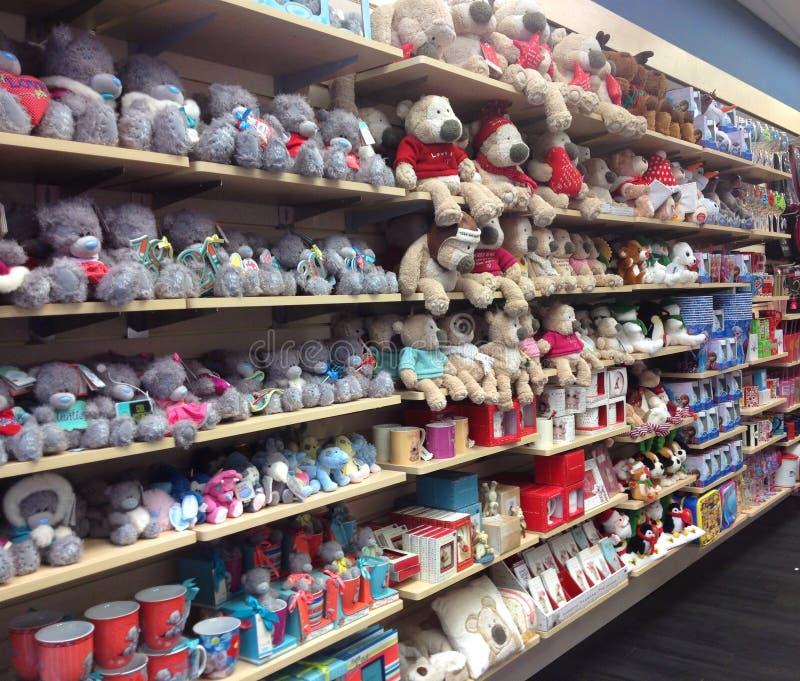 Esposizione molle dei giocattoli in un deposito fotografie stock libere da diritti