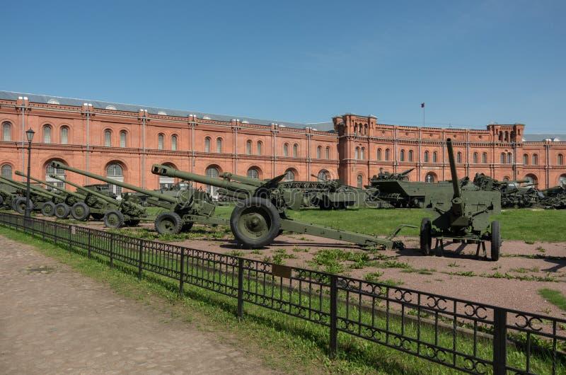 Esposizione sul cortile del museo di storia militare di artiglieria, fotografia stock libera da diritti