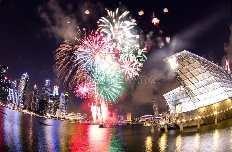Esposizioni del fuoco d'artificio di feste nazionali a LV fotografia stock