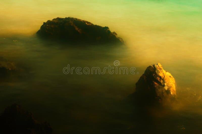 esposizioni lunghe con il tramonto della roccia fotografie stock libere da diritti