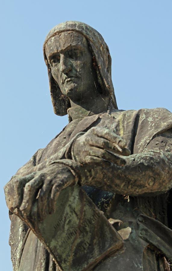 Espressione emblematica di Dante in una statua bronzea fine immagine stock