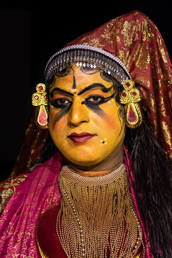 Espressione facciale classica delle donne di ballo di Kathakali Kerala in costume tradizionale immagini stock libere da diritti