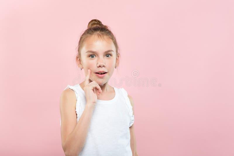 Espressione facciale dumbstruck senza parole della ragazza di scossa fotografie stock