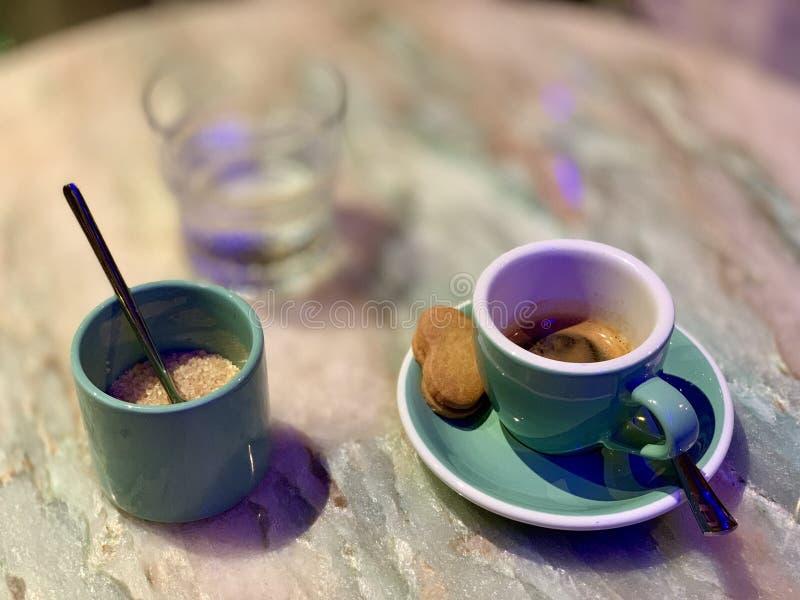Espresso com biscoitos fotos de stock royalty free