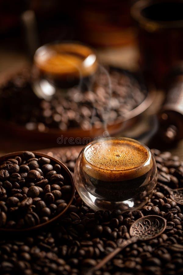 Espresso em copo de vidro fotografia de stock royalty free