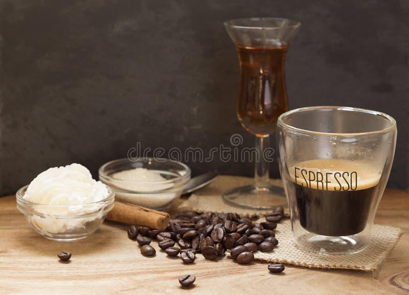 Espresso met alcoholische drank royalty-vrije stock foto's