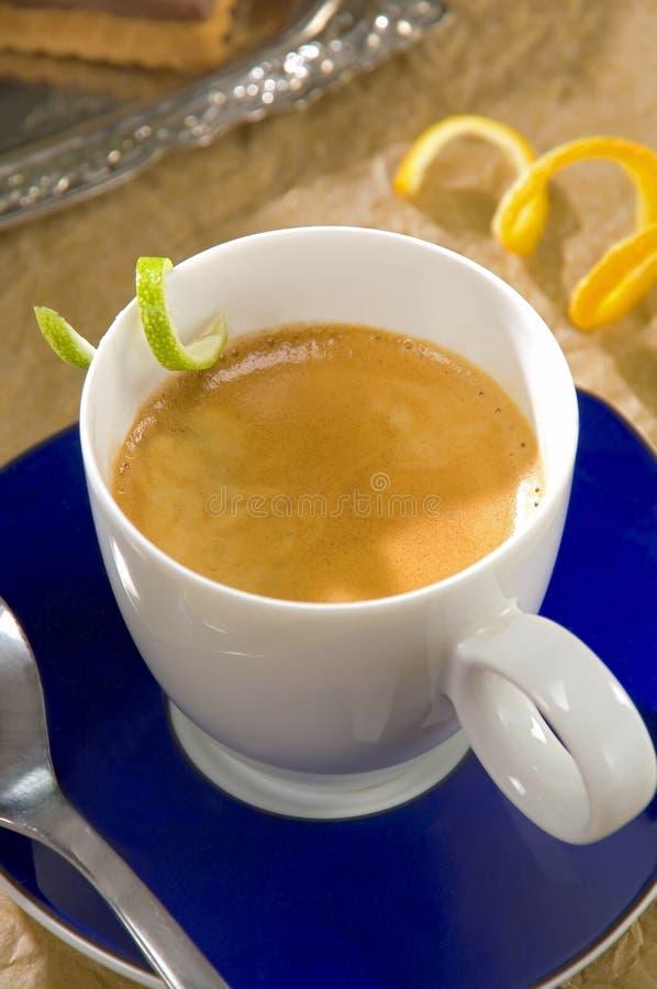 Espresso met citrusvruchtendraai royalty-vrije stock afbeeldingen