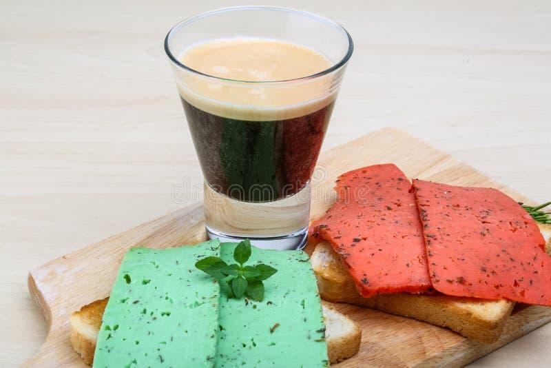 Espresso met kaassandwiches royalty-vrije stock foto