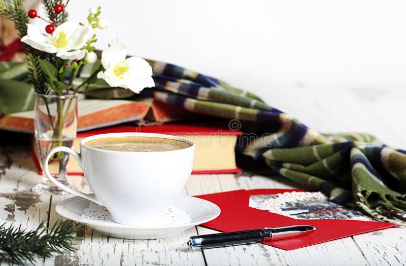 Espresso-weiße Schalen-Weihnachtskarte stockbild