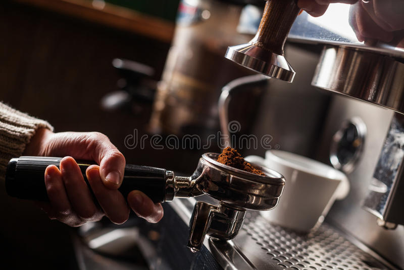 Espressodanandemaskin royaltyfria bilder