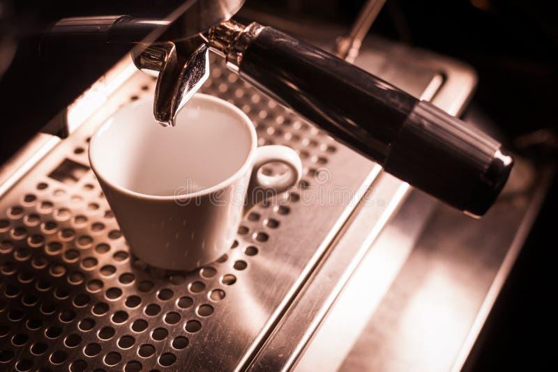 Espressodanandemaskin royaltyfri foto
