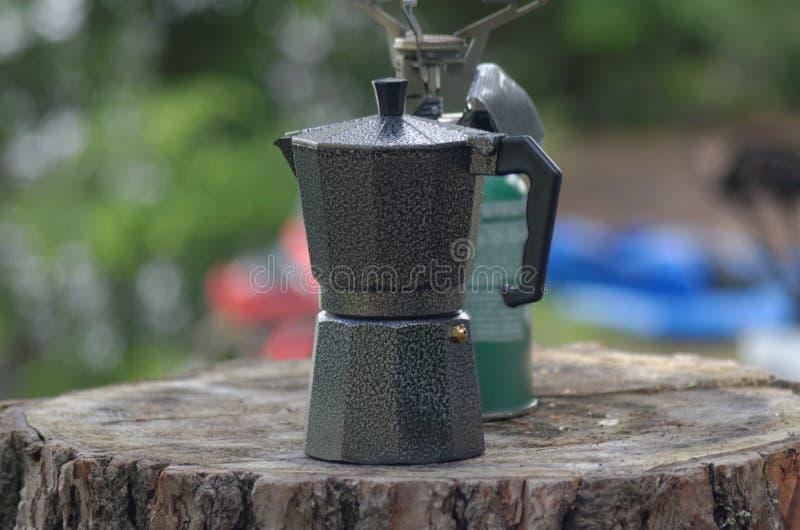 Espressokaffekruka och stormkök arkivfoton