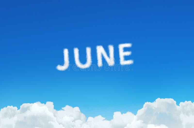 Esprima giugno fatto del vapore delle nuvole sul fondo del cielo blu Pianificazione di mese, concetto dell'orario illustrazione di stock