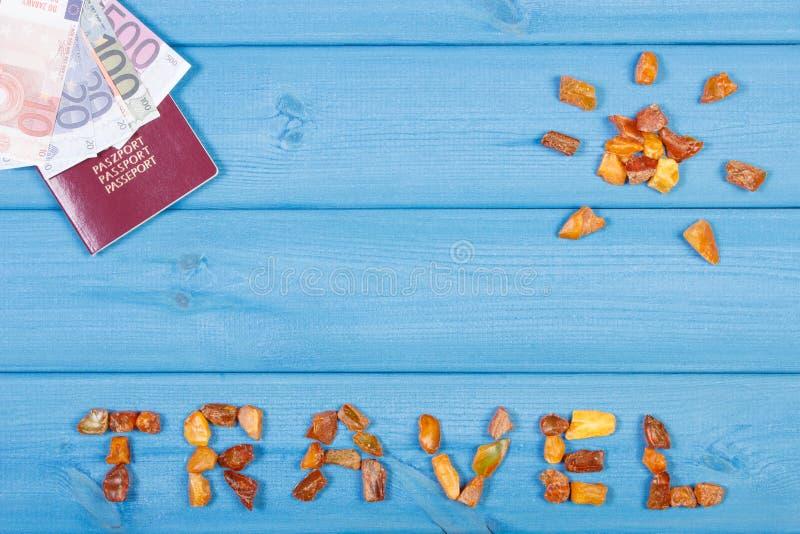 Esprima il viaggio e la forma del sole, passaporto con le valute l'euro, concetto di tempo di vacanza fotografia stock