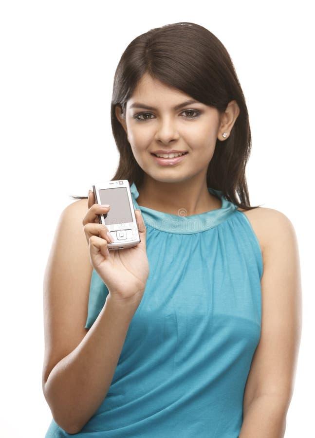 esprit d'adolescent mobile de fille photo stock