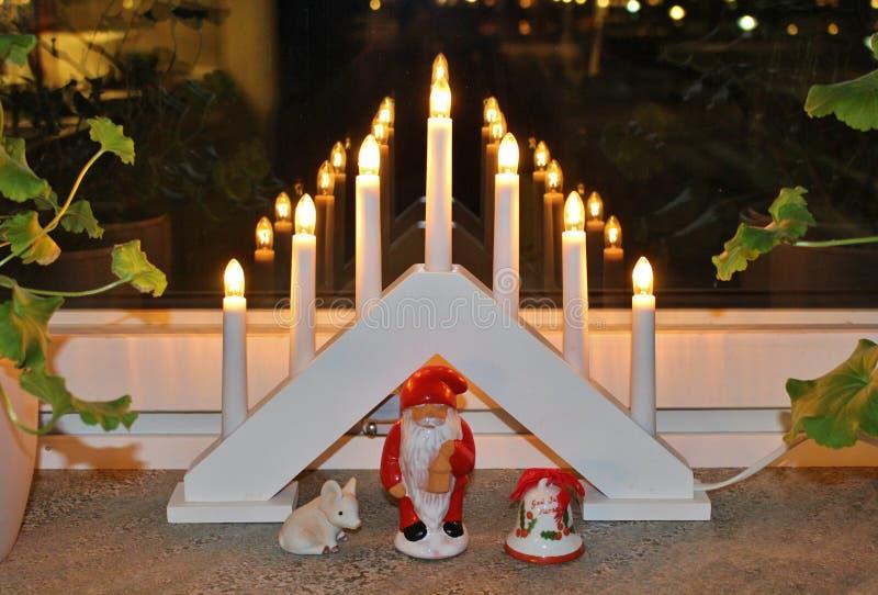Esprit de Noël dans la fenêtre photographie stock libre de droits