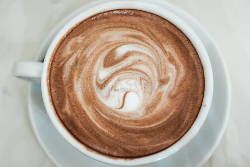 Espuma caliente del cacao y de la leche foto de archivo libre de regalías