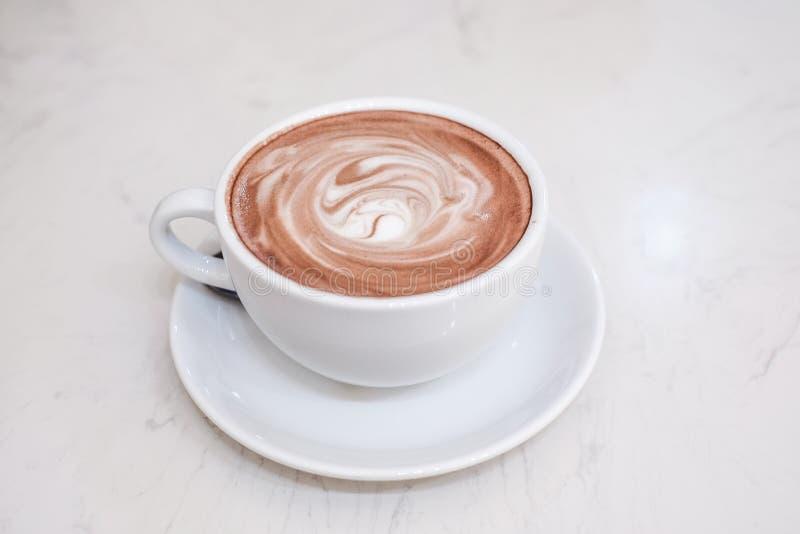 Espuma caliente del cacao y de la leche fotografía de archivo