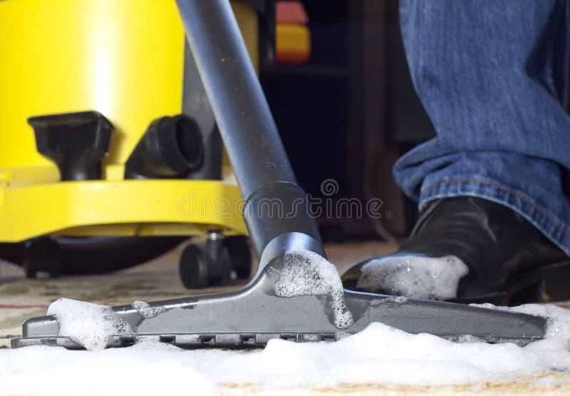 Espuma de la limpieza de la alfombra fotos de archivo