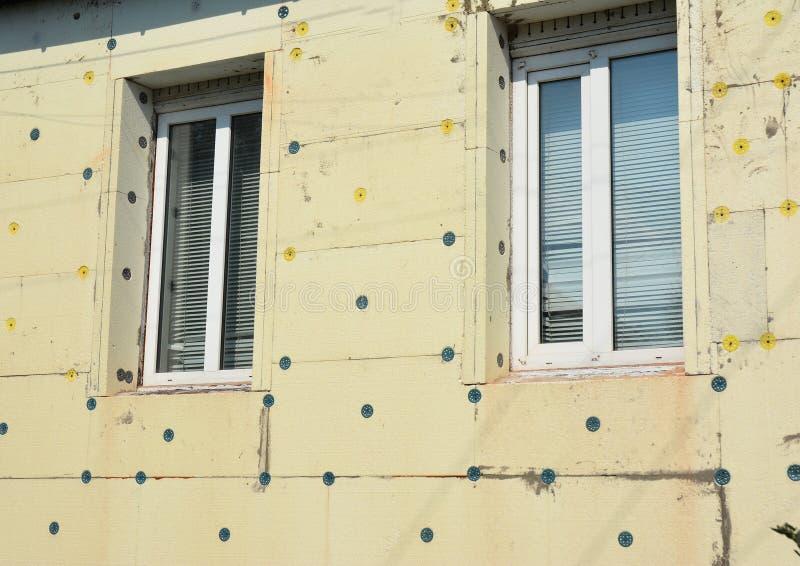 Espuma de poliestireno del aislamiento de la pared de la casa Evite la casa verde del aislamiento y de la construcción del polies imagen de archivo