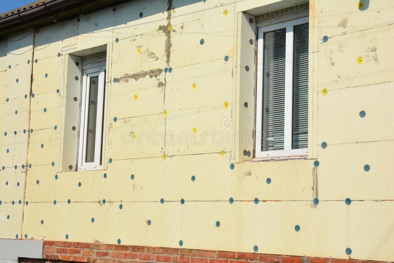 Espuma de poliestireno del aislamiento de la pared de la renovación de la casa Evite la casa verde del aislamiento y de la constr foto de archivo libre de regalías