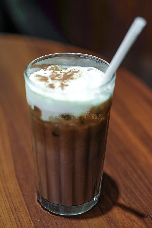 Espuma del cacao y de la leche imagen de archivo