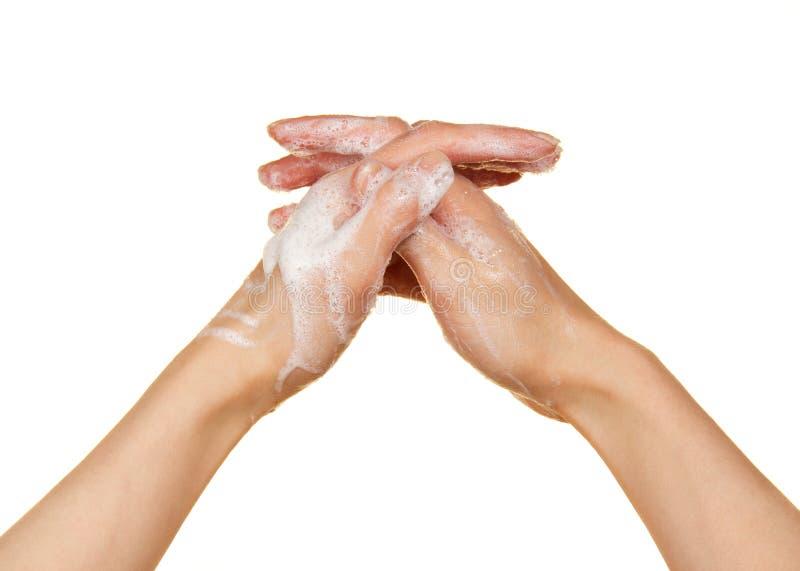 Espuma del jabón y de las manos femeninas imagen de archivo libre de regalías