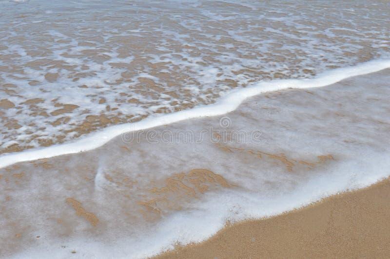 Espuma na praia foto de stock