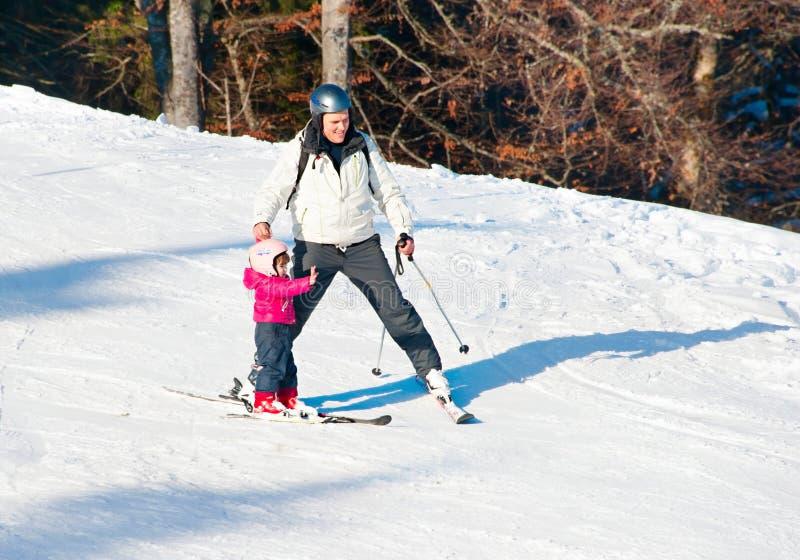 Esquí de la familia imagenes de archivo