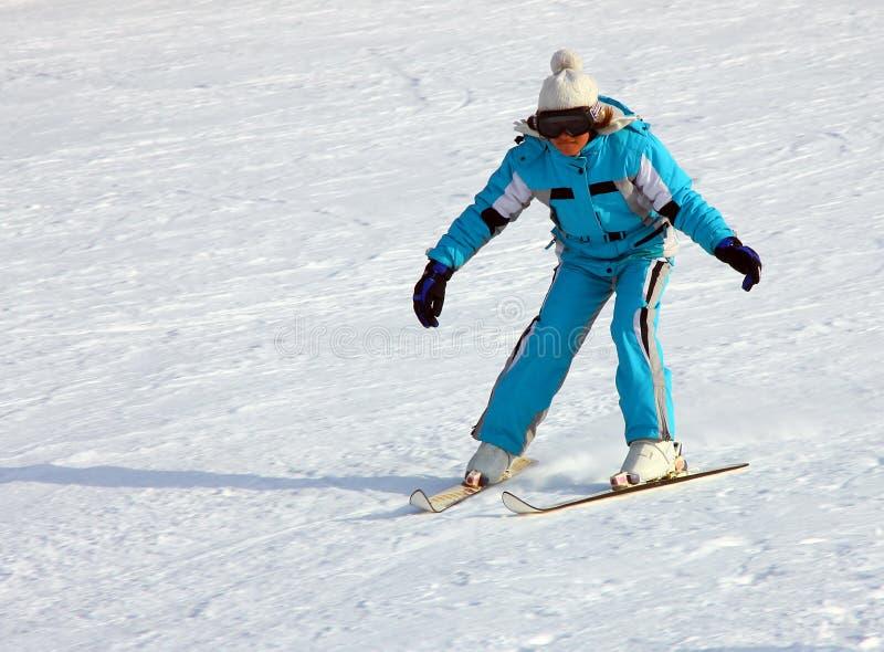 Esquí de la niña en declive fotografía de archivo libre de regalías