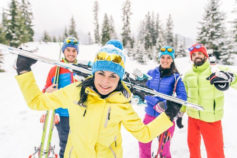 Esquí de los amigos foto de archivo