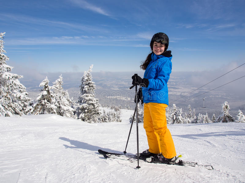 Esquí del adolescente imagen de archivo