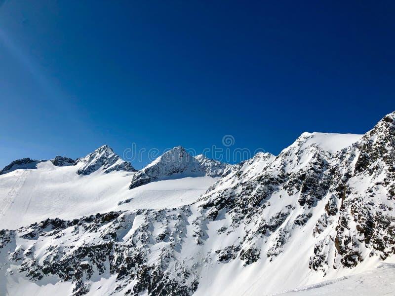 Esquí en la estación de esquí del glaciar de Stubai imágenes de archivo libres de regalías