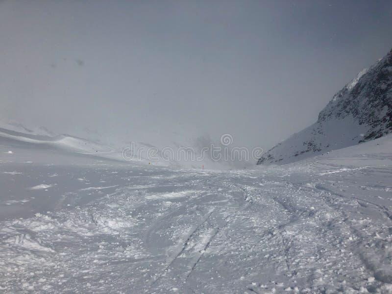 Esquí en la estación de esquí del glaciar de Stubai fotos de archivo