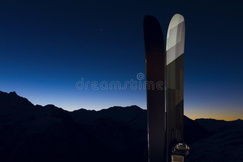 2 esquís foto de archivo libre de regalías