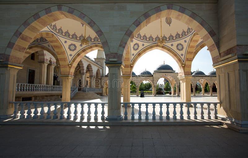 Esquadre na frente do coração do ` da mesquita do ` de Chechnya fotos de stock