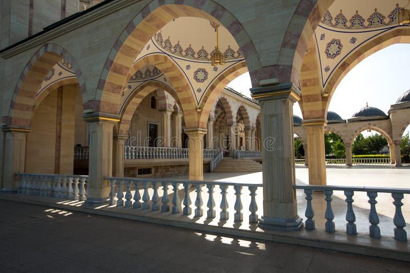 Esquadre na frente do coração do ` da mesquita do ` de Chechnya imagens de stock