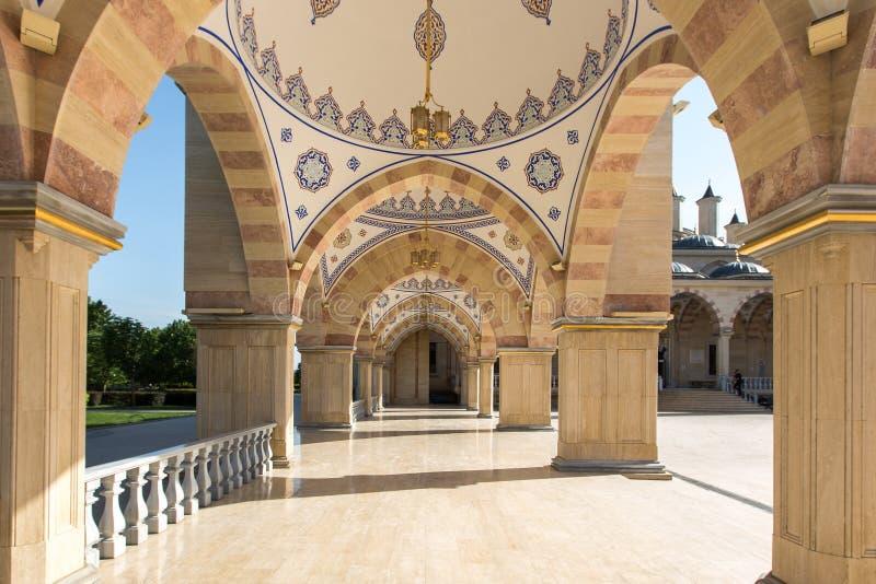Esquadre na frente do coração do ` da mesquita do ` de Chechnya foto de stock royalty free